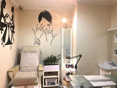 Действующий салон красоты бизнес класса 75 кВ , зона ожидания, кабинет косметологии, кабинет Маникюра, парикмахерский зал на 3 места можно еще добавить рабочие места, санузел, солярий, один кабинет служебный можно использовать под массажный кабинет