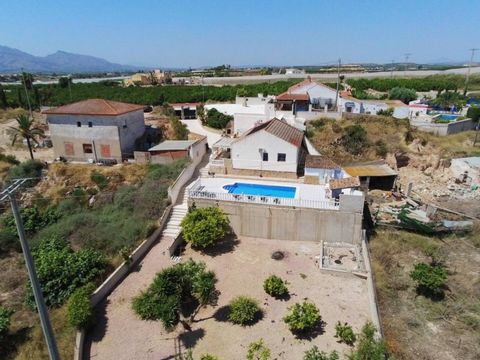 This Beautiful total 8 bedroom 3 Bath Country Property with separate Cave House is located a 7 minute walk from the lovely village of La Murada, which has all the facilities. A build size of 204 sqm2 on a large plot of 1567sqm2 containing private poo...