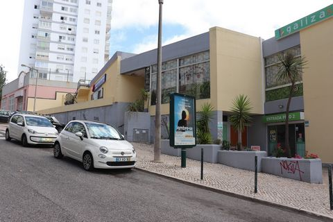 Shop with 54 m2 in the Shopping Center of Galicia. Very well located in an area with high population density and excellent accessibility near the A5, Marginal and C.P. station of São João do Estoril. Excellent price quality ratio. Acquisition opportu...