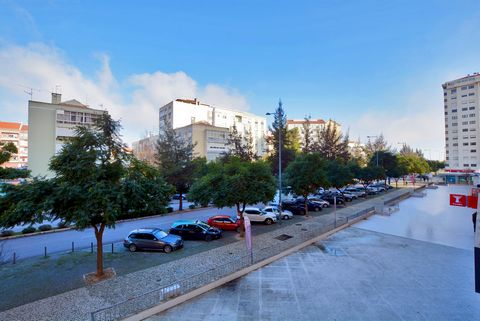 Office that has balcony and front view to Avenida Estado da Índia, Inserted in an area with all the commerce, school, PSP and public transport and with all accessibility to Lisbon, A1, A8, CRIL, where you can find this property located in the privile...