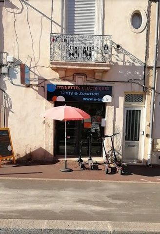 Montpellier transfer of lease, goodwill, perfectly located in one of the most sought after areas (the fine arts). Come and discover this room of about 30m2, having for activity the repair, sale and rental of scooters. With its notoriety, a perfect cl...