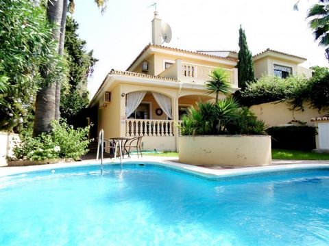 Superb 4 Bedroom Semi-Detached Villa in Fuengirola Spain Euroresales Property ID – 9824862 Property information: Lovely villa for sale in one of the best residential areas on the outskirts of Fuengirola in La Sierrezuela. The property in total includ...