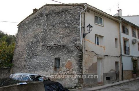 A very spacious Town House in a priviledged position on the outskirts of a very popular quaint town in the Vall de la Gallinera. Although extensive there is still further scope for further accommodation if required. Enter through gates into a patio/g...