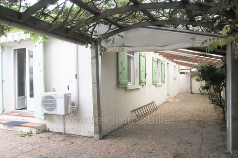 Single storey P4 house of approximately 123 m² with garage + mezzanine. Garden shed, crawl space. Parking in the courtyard + parking in front of the garage, east / south / west. Photovoltaic panel (revenue around € 1,250 / year). 3 bedrooms, separate...