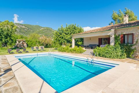 Welcome to this beautiful country house with private pool, tennis court and beautiful views to the mountains in Caimari. It can accommodate 8 guests. The great chlorine pool of this villa, surrounded by the lawn and then, by the mountains, becomes th...