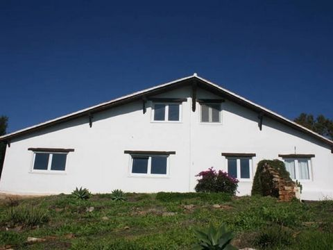 Country property in Benajarafe. 4 Bedrooms, 2 bathsrooms. Sea views and terrace.