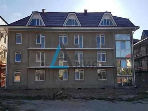 Номер объекта: 738 Продается гостевой дом вцентре Лазаревского. Общая площадь 920м2, 39комнат .Нужна внутренняя отделка. Дом расположен вочень удобном месте ,рядом река ,до центра 5минут.