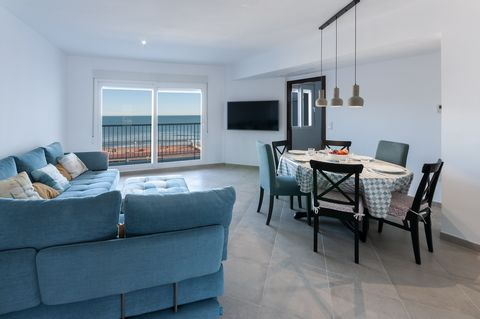 Welcome to this lovely apartment for 6 people, located in front of the beautiful golden sandy beach of Daimuz. This beautiful and modern apartment is located on the 4th floor of a building with a lift. The height will make our guests feel they are sa...