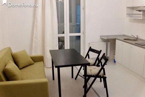 Сдам солнечную однокомнатную квартиру в тихом районе, в 5 минутах ходьбы от центра. В квартире есть все, что нужно для проживания. Двуспальная кровать, шкаф-купе, стол и стулья, кабельное TV, ремонт делали для себя, есть балкон. На кухне есть плита, ...