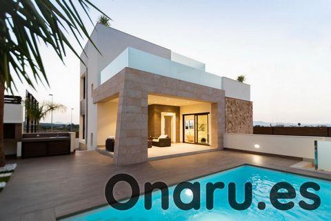 Estas impresionantes villas forman parte de un complejo de lujo de propiedades en el encantador pueblo de Benijófar, a solo 30 minutos en coche del aeropuerto de Alicante. Con algunos modelos diferentes para elegir, estas villas ofrecen un montón de ...