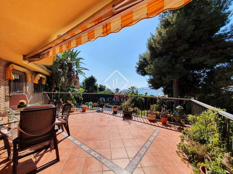 Lucas Fox is pleased to present this grandiose villa, in the coveted El Limonar neighborhood, a few meters from the beach and its charming promenade. The villa has an area of 703 m² and sits on a 1424 m² plot, which houses a flowered garden, perfect ...