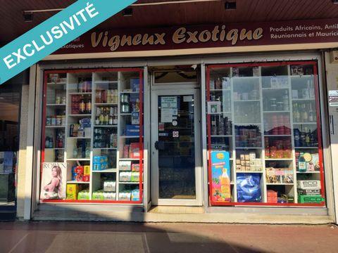 Exclusivité sur la commune de Vigneux-sur-Seine, idéalement situé dans un petit centre commercial, local commercial de 50 m², loué 14400 € annuels Hors Taxes, Hors Charges et exploité par une épicerie exotique. Bail de 9 ans qui a démarré en juin 201...