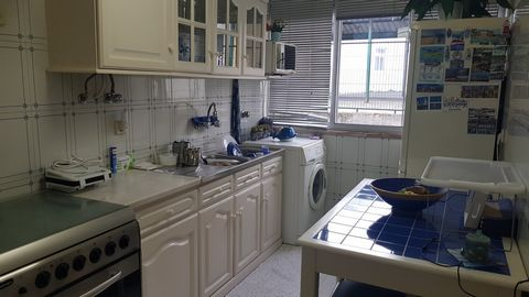 Property of 3 rooms, Ground floor at the level of a 1st floor, in central area of Amadora.Com 70m2, consisting of 2 bedrooms, living room, hall and semi-equipped kitchen with stove, oven, hood and water heater. Inserted in a building of 5 floors with...