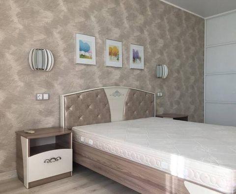 Срочно сдаётся 1 комнатная квартира с мебелью. Квартира теплая, уютная. Есть вся бытовая техника, телевизор. Проведён Интернет. Wi-fi. Звонить в любое время. WhatsApp 89221334929