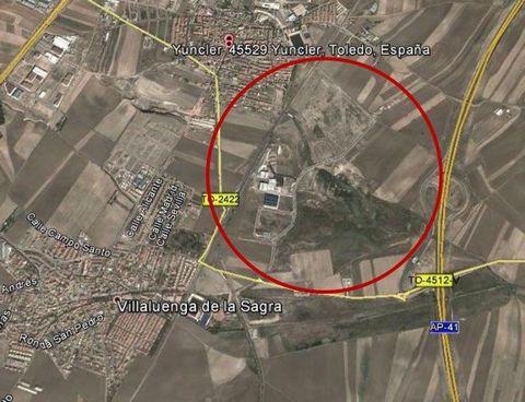 PARCELA INDUSTRIAL EN VENTA DE 34.071 m2.Edificabilidad: 0,75 m². Ocupación máxima: 75 %.Altura máxima 2 plantas 10 metros.Retranqueos de 3 metros a fachadaUso: Industrial.
