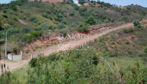Excellent Land , with a total area of 51.181,86 sqm , with viability of construction in 8.030 sqm of these. Located 7 Km from the highway, with good access, being 15 Km from the beaches of Tavira, Fuzeta and Olhão. View over the village of Santa Cata...