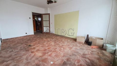 Ruse. 2-bedroom warm apartment 10 minutes to the center in Ruse city IBG Real Estates is pleased to offer this two bedroom apartment, located on fifth floor in a residential building with central heating in the beginning of the most preferred quarter...