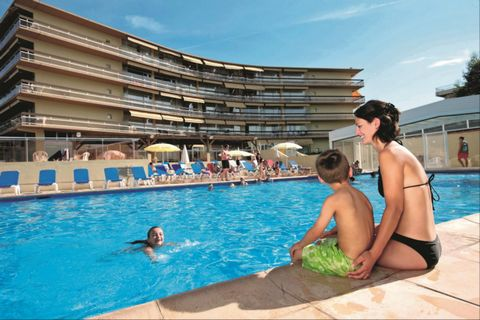 Your residence: In a quiet area facing the marina, the Pierre & Vacances Heliotel Marine residence is ideally situated just 100 meters from the beaches. The residence offers a swimming pool (coverable), a children's pool, 2 tennis courts and a playgr...
