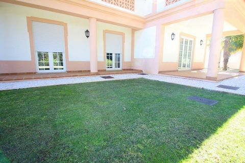 Located in Amoreira. Apartment type House 3 bedrooms at the ground floor; Kitchen with dining area, equipped with refrigerator, dish washing machines and clothes, mico-waves, oven, hob, extractor, toaster; pantry; Living room with fireplace and terra...