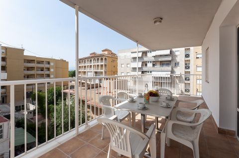 Beautiful apartment, overlooking the beach of Miramar, where 3 guests will feel at home. The terrace is the perfect place to enjoy of exquisite breakfasts, feeling the gentle breeze and the smell of the sea. Imagine every morning taking a juice, a co...