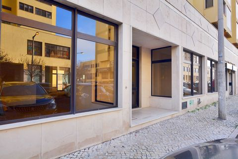 Inserted in an area with all the commerce, school, PSP and public transport and with all accessibility to Lisbon, A1, A8, CRIL, where you can find this large property located in the privileged Quinta do Heritage with 174m2. This new space may be the ...