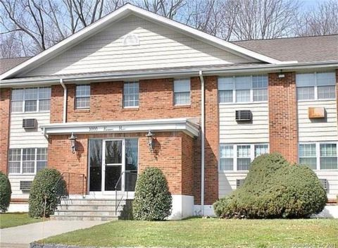 Sought-out Ranch style One Bedroom End Unit in Fairfield Manor that offers gleaming hardwood floors throughout, with tile flooring in the kitchen and bath areas; Building offers heat and hot water included in the common charges, Very well maintained ...