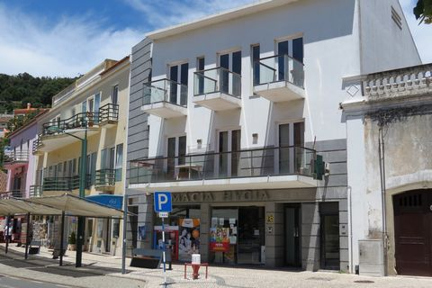 Commercial space for the bar in the most touristic and bustling square of Monchique, being the perfect location for those who want to open their business. Located in a service location, other hotel establishments, taxi rank and very close to the muni...