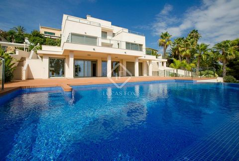 The villa comprises of 4 bedrooms, each with its own bathroom and fitted wardrobes - Spacious living room with a guest bathroom and a kitchen with access to the BBQ area. The living room has access to a large and beautiful terrace with the outdoor in...