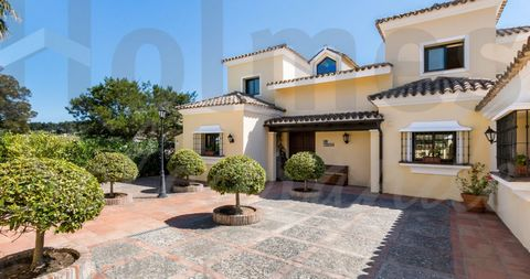 Wonderful 2 storey villa with a south facing orientation and offering super views over a green zone to San Roque and Almenara Golf Courses. In excellent order the accommodation offers, on the ground floor, an entrance hall with access to opened and c...