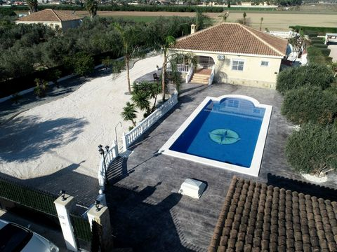 This beautiful 3 bedroom 3 bathroom Villa has just been renovated and has a superb garden with large swimming pool and summer kitchen. The property has many extras as central heating, air conditioning, completely new modern bathrooms and fully fitted...