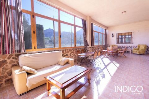 Can you imagine having a country house with beautiful mountain views and a large plot to enjoy? This property is wonderful and you are going to love it!To begin with, it enjoys an impressive panoramic view of the Sierra Mariola and the Castle of Coce...