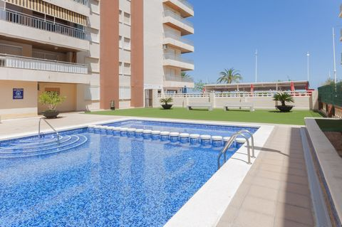 Located in Playa de Gandia and in a residential area with communal pool, this nice apartment for 8 people is just a stone's throw away from the beach. The communal exteriors feature a chlorine, 20 m x 6 m pool with a depth ranging from 1.2 m to 1.7 m...