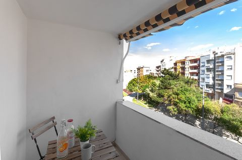 Welcome to this wonderful and cozy apartment for 3-4 people in Grao de Gandia. The cozy terrace of this second floor flat, with elevator, is the perfect place to take such a good coffee or a juice, every morning, while contemplating the village views...