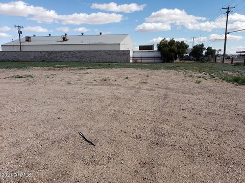 Industrial/Commercial buildable flat lot that is close to Interstate 8 and by major manufacturing companies .