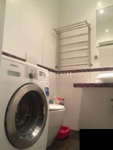 Продается 1-комн.квартира. в новом монолитно-кирпичном доме.Оборудованная гардеробная.В ванной теплые полы.Кондиционер.Очень дорогая сантехника.Развитая инфраструктура. 1 взр.собственник.