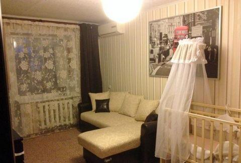 Продается 1-ная квартира в г. Коломна, пр. Кирова 28, на 3-м этаже 5-ти этажного кирпичного дома, общей площадью 34 кв.м, жилая 17 кв.м, кухня 6,5 кв.м, отличное состояние квартиры, остается практически вся мебель ( встроенная кухня, мебель в ванной ...