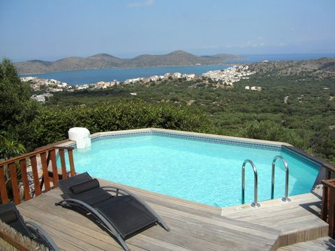 Pano Elounda, Agios Nikolaos: A secluded Villa of 210m2, surrounded by Olive Trees with amazing views to the sea, Elounda Bay and beyond. The villa is built on a plot of 3000m2 and is only 1.5 kilometres away from the centre of Elounda and the beach....