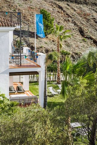 Newly built penthouse apartment in the Paraíso Pueblo complex, resort type, with a multitude of leisure and service facilities, in a highly sought-after area, surrounded by nature, golf courses, services and other high standard developments. Built wi...
