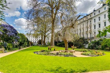 A beautiful 1 bedroom 3rd floor apartment (with lift) in a period building overlooking the communal gardens. A beautiful 1 bedroom 3rd floor apartment (with lift) in a period building overlooking the communal gardens. The property measures 511 square...
