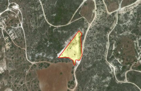 Agricultural land for sale in Xoirokitia village. A large piece of land is for sale in a nice village of Xoirokitia. An opportunity to buy an agricultural land with amazing fields and mountains views. The land is approx 6858 sq.metres.