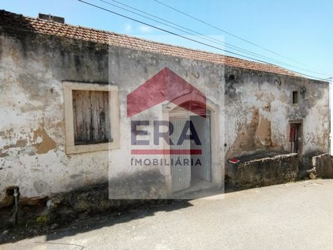 Traditional Winery in Arelho-Óbidos. Feasibility for conversion to housing. Near the Óbidos lagoon, the beach and award-winning golf courses. 5km from Caldas da Rainha and also from the medieval village of Óbidos. *The information provided is for inf...