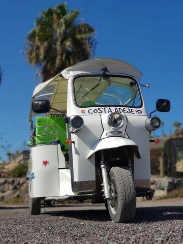 Se traspasa una de las más exitosas empresas del sur de Tenerife! Ubicada en la zona de Puerto Colon se trata de una empresa de tour turísticos en Tuk Tuk y venta de excursiones de todo tipo. La empresa se estableció en el 2016 y se desarrolló con gr...