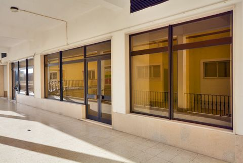 Inserted in an area with all the commerce, school, PSP and public transport and with all accessibility to Lisbon, A1, A8, CRIL, where you can find this property located in the privileged Quinta do Heritage with 63m2. This space may be the ideal prope...