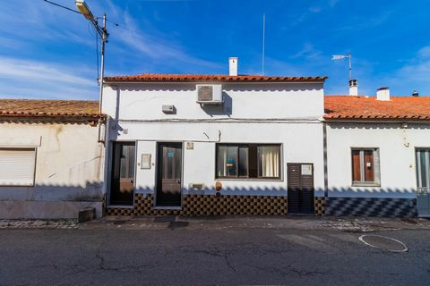 Fully equipped and furnished restaurant, ready to operate. Located near the station of São Marcos.Interior area with 160 m2 and terrace with 30 m2. Space has an attic with 2 rooms for storage or possibility to make 2 rooms for staff. The restaurant i...