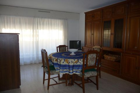 Apartment Stage 4th, position east, General condition Good, Kitchen Fitted, Heating Collective, Hot water Collective, Living room surface 25 m² Bedrooms 1, Bath 1, Toilet 1, Terrace 1, Garage 1 Building Built in 1970, Floor number 5, Near to All conv...