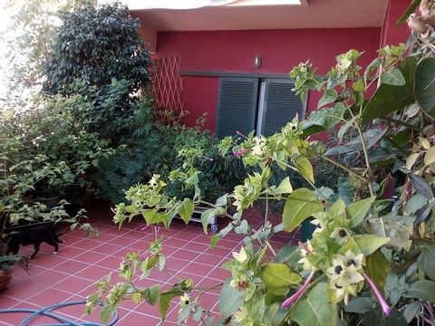 CHANIA, Lentariana. For sale a ground floor apartment of 165 sq.m. The apartment is bright, corner, airy, frontage, hase a kitchen, living room, dining room, a 4 bedrooms (1 master), 2 bathrooms, wc, central heating, solar water heater, awnings, wi...