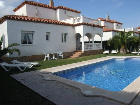 Villa Laura is located in the pretty town of Miami Playa, a popular resort in the eastern part of the region. It occupies a convenient location, 30 km southwest of Tarragona and 120 km southwest of Barcelona. In the town you will find everything you ...