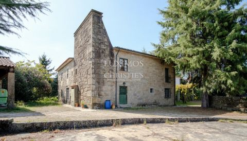 Beautiful Secular Farm, located in one of the most beautiful regions of northern Portugal. Brazoned property dating from the 17th century that includes a Manor House with seven bedrooms, a caretaker's house, a chapel, housing support annexes and with...