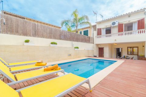 Welcome to this beautiful house with private pool situated in Cala Pi. It can accommodate up to 7 people. The exterior area in this house is wonderful. The backyard surprises with a beautiful chlorine pool of 5 x 2 metres and 1.1 to 1.7 metres depth....