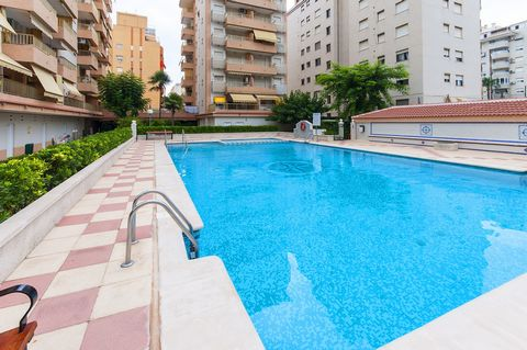 This is a cozy apartment with access to a shared pool in Playa de Gandia. It is just perfect for small families and couples as it can accommodate 2 - 4 guests. Fancy spending your day on the beach or by the pool? This will be the only question you ha...